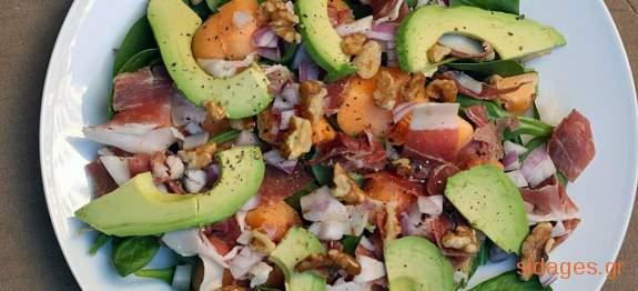 Σαλάτα με προσούτο, παρμεζάνα και αβοκάντο