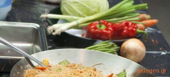 Νουντλς με αυγό και λάχανο - www.sidages.gr