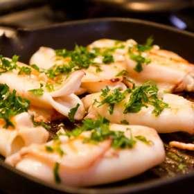 Καλαμαράκια με κρητική γραβιέρα - συνταγές μαγερικής - νηστίσιμα