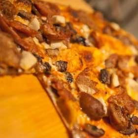 Πίτσα με πέστο, κολοκυθάκια, και πεκορίνο
