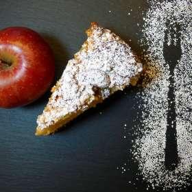 Κεικ με μήλο, σταφίδες και καρύδια
