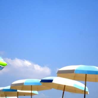 Οδηγίες για τον καύσωνα - ομπρέλες - ήλιος