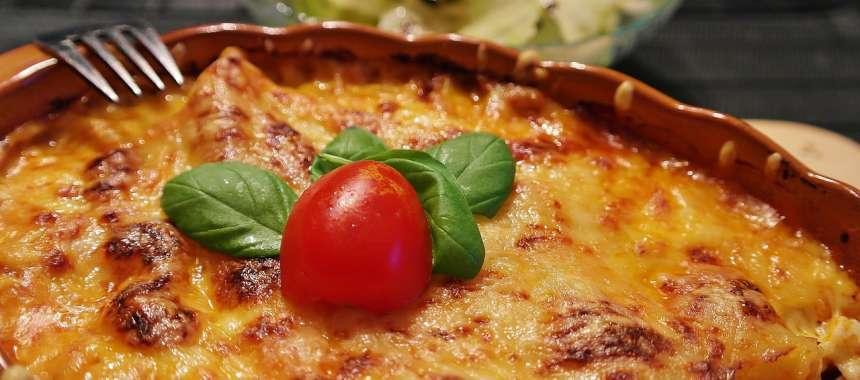 Φαγητό φούρνου με τρία τυριά και αυγά