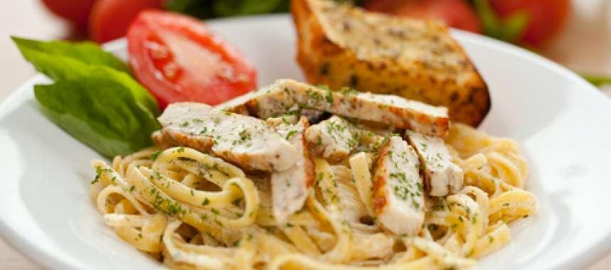 Κοτόπουλο κοκκινιστό με μακαρόνια - συνταγές μαγερικής - www.sidages.gr