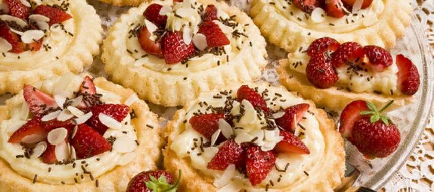 Σφολιατίνια με μαρμελάδα φράουλας